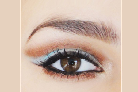 مدلی برای آرایش چشم