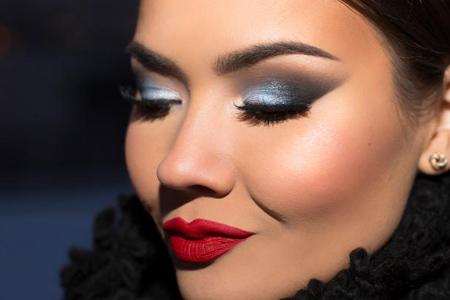 آموزش آرایش چشم آبی 2