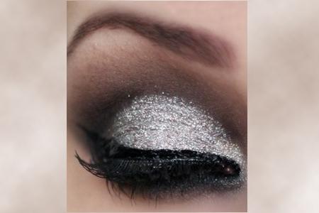 آموزش آرایش نقره ای چشم 2