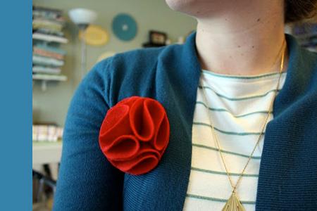 آموزش گل نمدی برای تزئین لباس 2