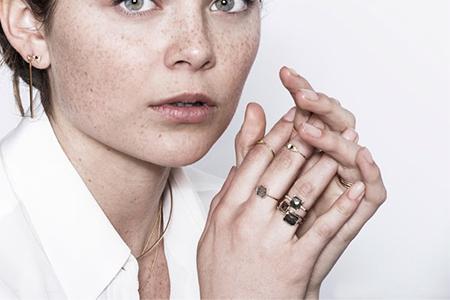 مدل جواهرات Jennie Kwon