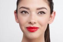 آموزش آرایش لب با رژ قرمز