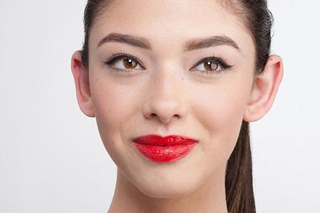 آموزش آرایش لب با رژ قرمز 1