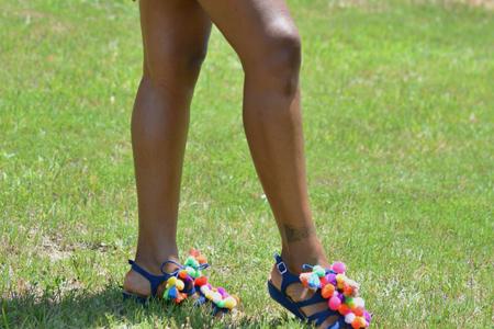 آموزش تزیین کفش با پوم پوم 2