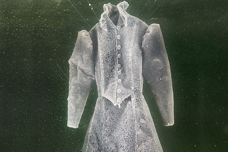 لباس عروس از جنس کریستال های دریایی 5