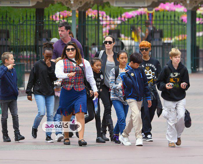 آنجلینا جولی و فرزندانش در Disneyland
