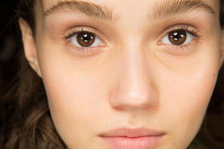 مدل های آرایش ملایم صورت و ابرو 10