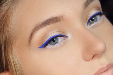 استفاده از خط چشم های رنگی 2