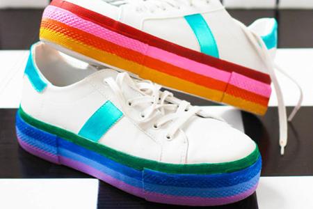 آموزش رنگ آمیزی کفش با رنگ های شاد 2