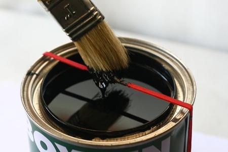 ایده ای جالب برای پاشیدن نشدن رنگ هنگام رنگ آمیزی 1
