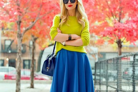 اصول ست کردن لباس با رنگ آبی 3