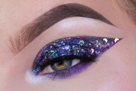 مدل آرایش چشم و لب با اکلیل 10