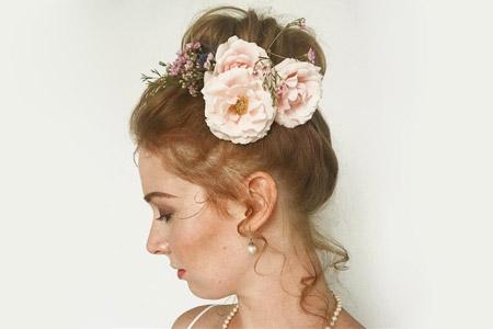 آرایش مو و شینیون با گل طبیعی 9