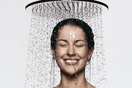 عواملی که ظاهر ما را بعد حمام کردن بدتر می کند 2