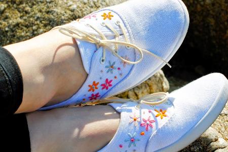 آموزش گلدوزی روی کفش ساده 2