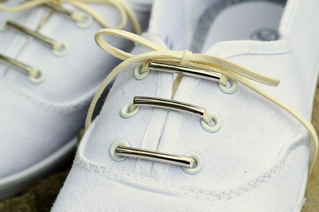 آموزش تغییر کفش با بند چرمی و مهره 1