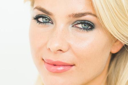 آموزش آرایش چشم خاکستری 1