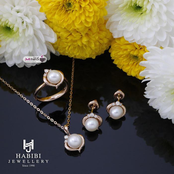 مدل جواهرات به همراه مروارید Habibi Jewellery