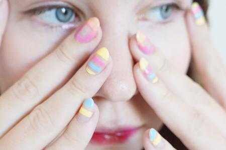 آموزش آرایش ناخن ساده دخترانه 1