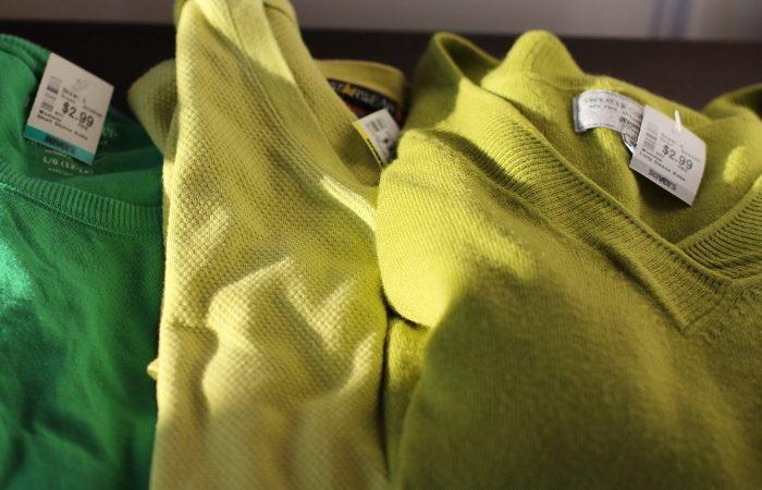 شستشو و اتو کردن لباسهای پشمی و اکرلیک
