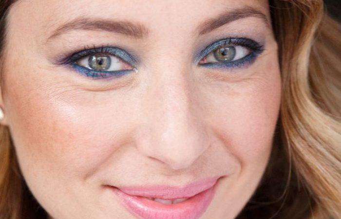 آموزش آرایش صورت با رنگ های آبی