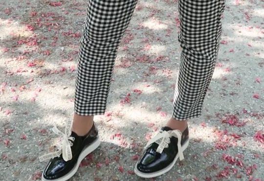 فیلم آموزش تغییر کفش های ساده با بند