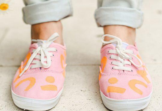 آموزش تغییر کفش کتانی سفید