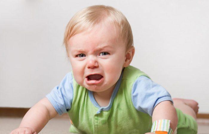علل و درمان بسته شدن مجرای اشکی در کودکان
