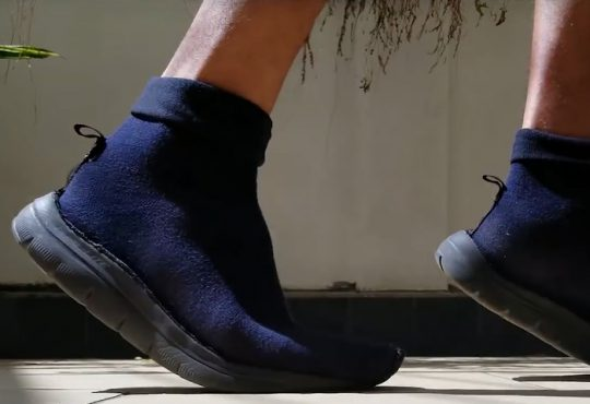 فیلم تبدیل کفش مردانه به کفش جورابی