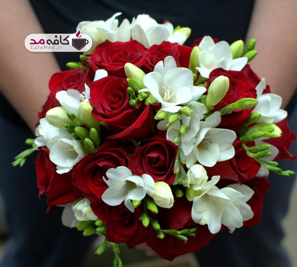 دسته گل عروس با رز قرمز
