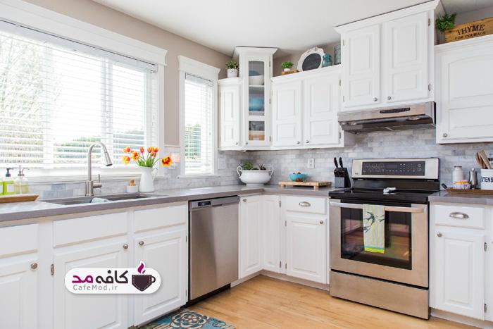آشپزخانه با کابینت سفید