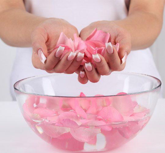 خواص جالب گلاب برای پوست تان که نمی دانستید!!