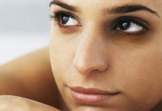 رفع سیاهی دور چشم با 6 گزینه خوراکی