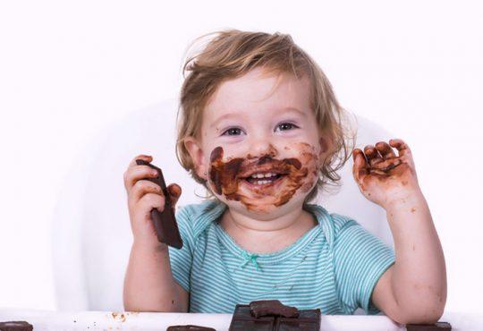 عوارض مصرف شکلات کاکائویی برای کودک چیست؟