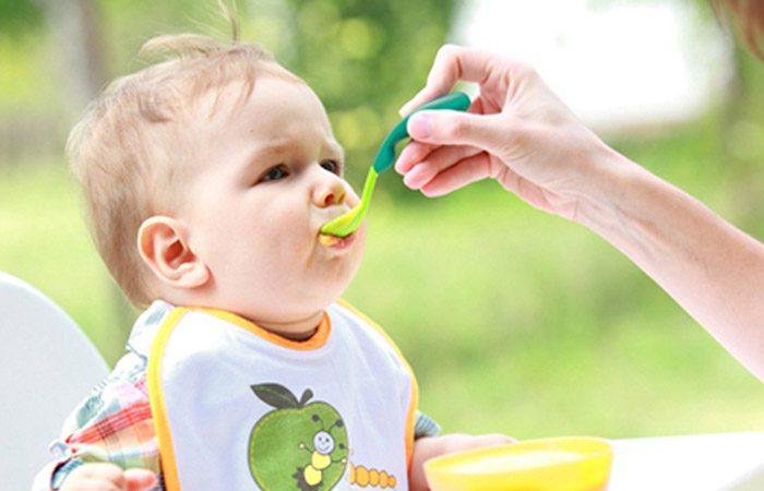 از چه زمانی می توان به کودک بادام زمینی داد؟