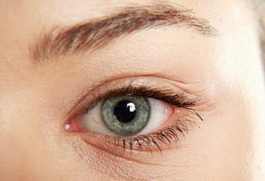 چگونه چروک های چشم را یک شبه از بین ببریم
