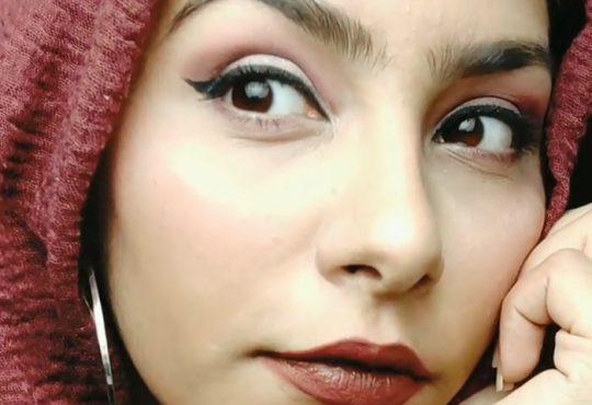 فیلم آموزش آرایش چشم با ابزار ساده