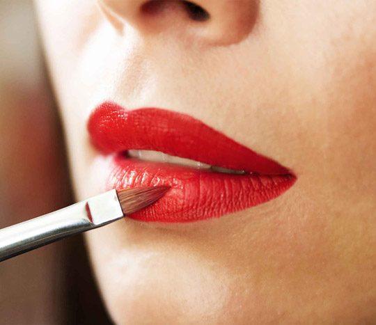 آموزش قلوه ای کردن لب ها با آرایش