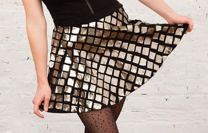 دامن با تزئین تکه های طلایی پارچه