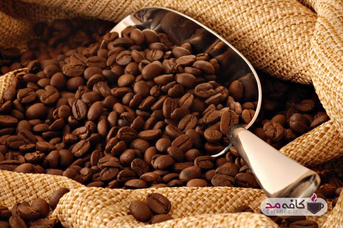 دانههای قهوه برای رنگ کردن مو