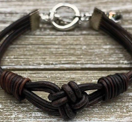 فیلم آموزش ساخت دستبند چرم