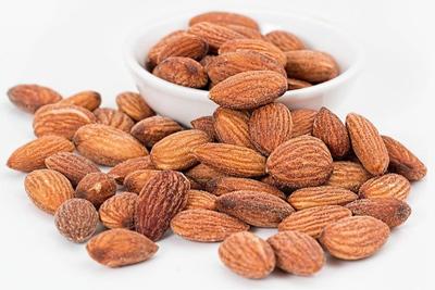 چه اتفاقی می افتد اگر شما 4 بادام در روز بخورید؟