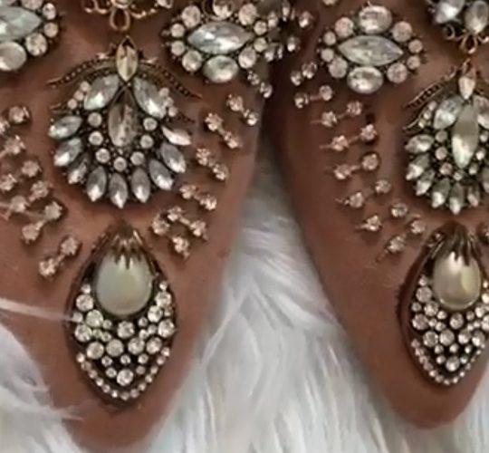 فیلم آموزش تزیین کفش با نگین های درشت و زیبا