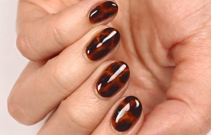 فیلم آموزش آرایش ناخن پاییزه قهوه ای