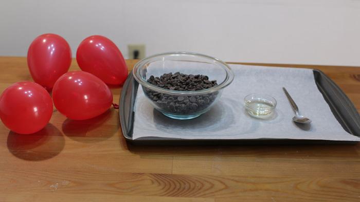 درست کردن کاسه های شکلاتی با بادکنک