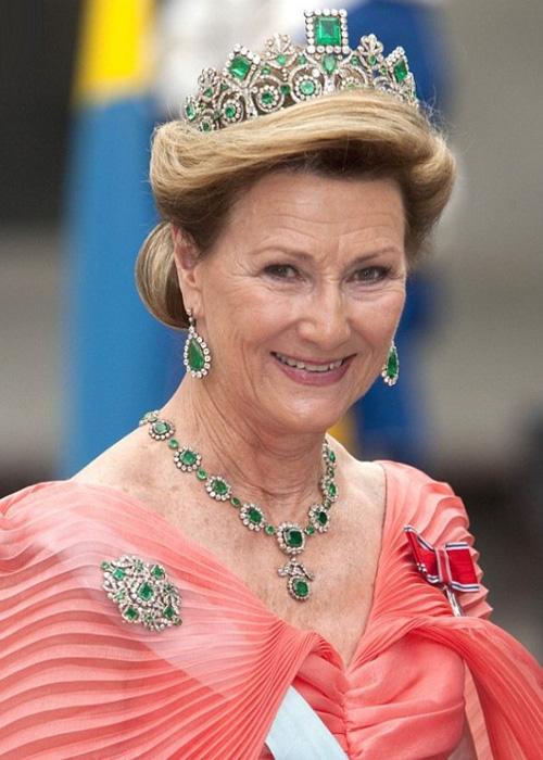 قصههای جالب درباره تاریخ تاج ملکهها