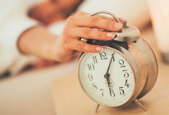 آیا زنگ ساعت باعث چین و چروک صورت می شود؟