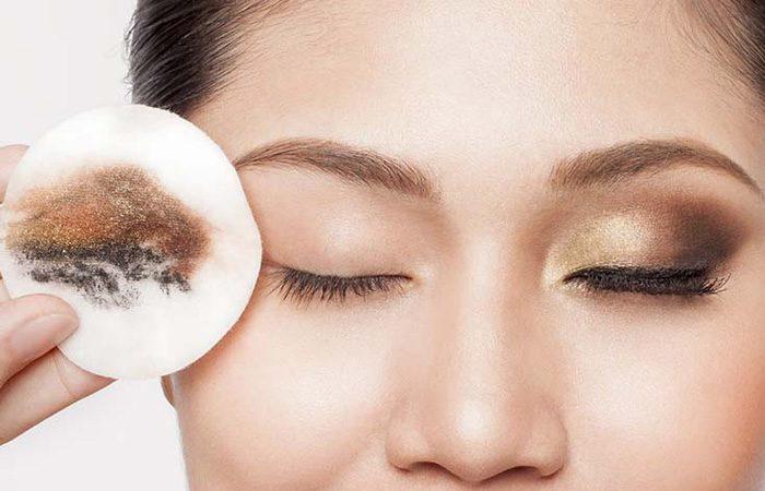 روش صحیح پاک کردن آرایش از صورت