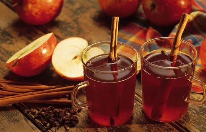 طرز تهیهی دمنوش سیب و دارچین