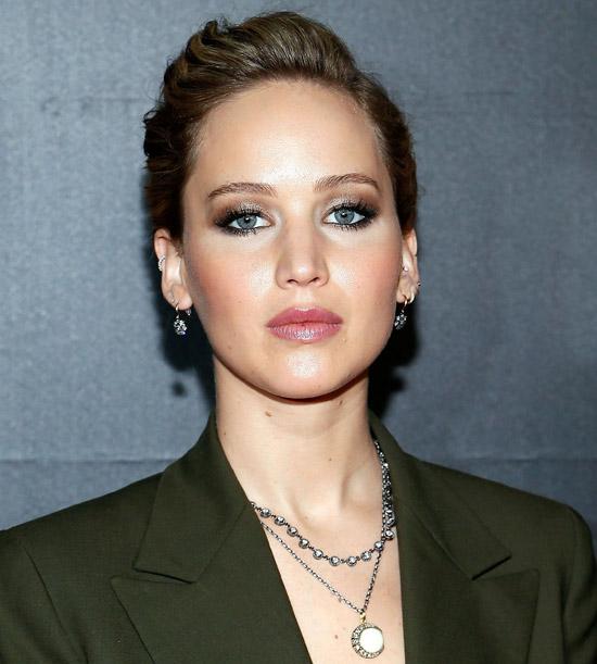 جنیفر لارنس جذاب و زیبا در انواع مختلف جواهرات